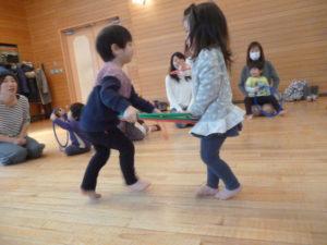 大田区 池上 品川区 旗の台 リトミック教室です。0歳から未就園児(3歳)の親子で参加
