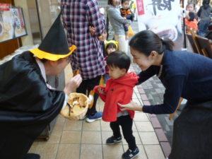お菓子もらったよ!大田区 池上商店街 2歳・3歳クラス リトミック