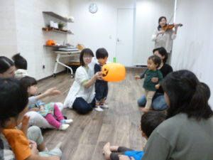 ハロウィンリトミック 大田区 テラッコ池上で 音楽を楽しもう!1歳クラス
