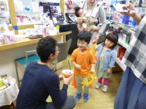 ママパパと一緒にトリックオアトリート!大田区 池上商店街 リトミック 2歳・3歳クラス