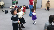 クリスマスイベント リトミックコンサート 大田区民プラザ リトミっこ