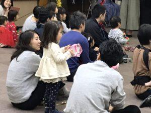 クリスマスリトミック 0歳からの親子コンサート 大田区 嶺町特別出張所にて タンバリンも すずも